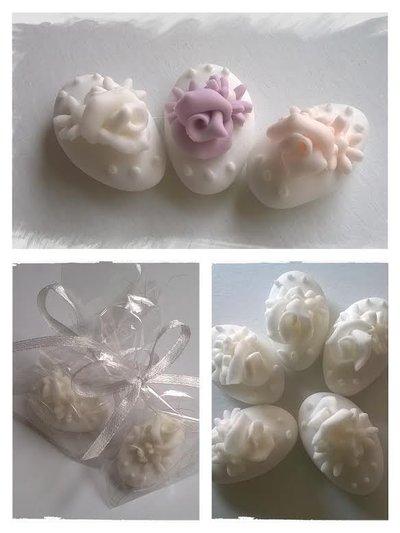 segnaposti per  matrimonio, cresima, prima comunione, confetti decorati con rose
