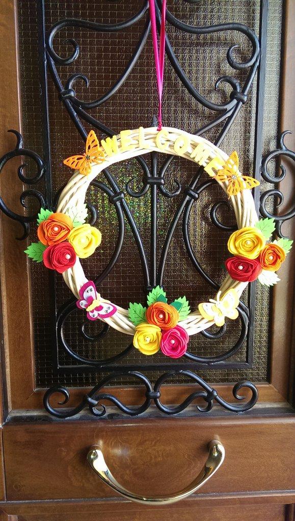 Ghirlanda dietroporta con fiori