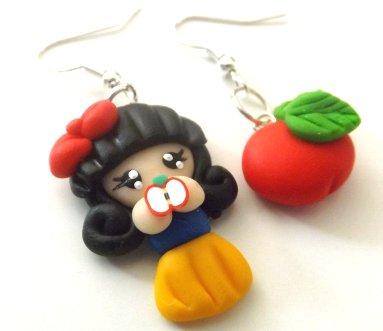 Orecchini Biancaneve con mela in fimo idea regalo