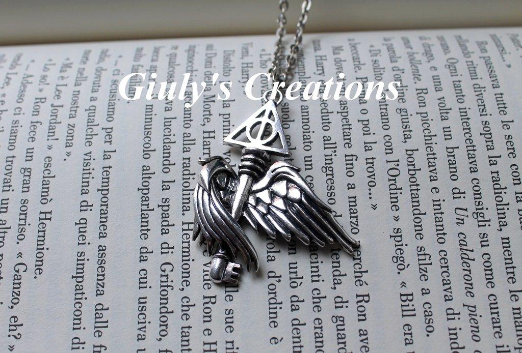 Collana con Chiave alata e simbolo de I Doni della Morte HARRY POTTER Hogwarts