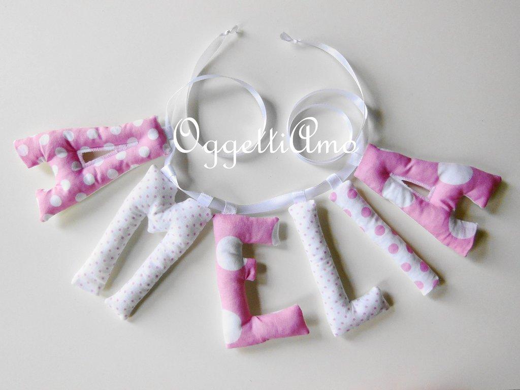 Amelia: una ghirlanda di lettere imbottite rosa e bianche a pois per decorare la ua cameretta!