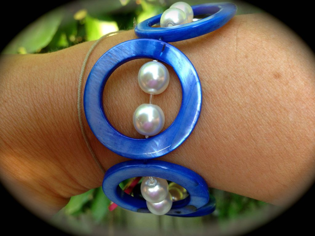 Bracciale Madreperla Blu e perle bianche