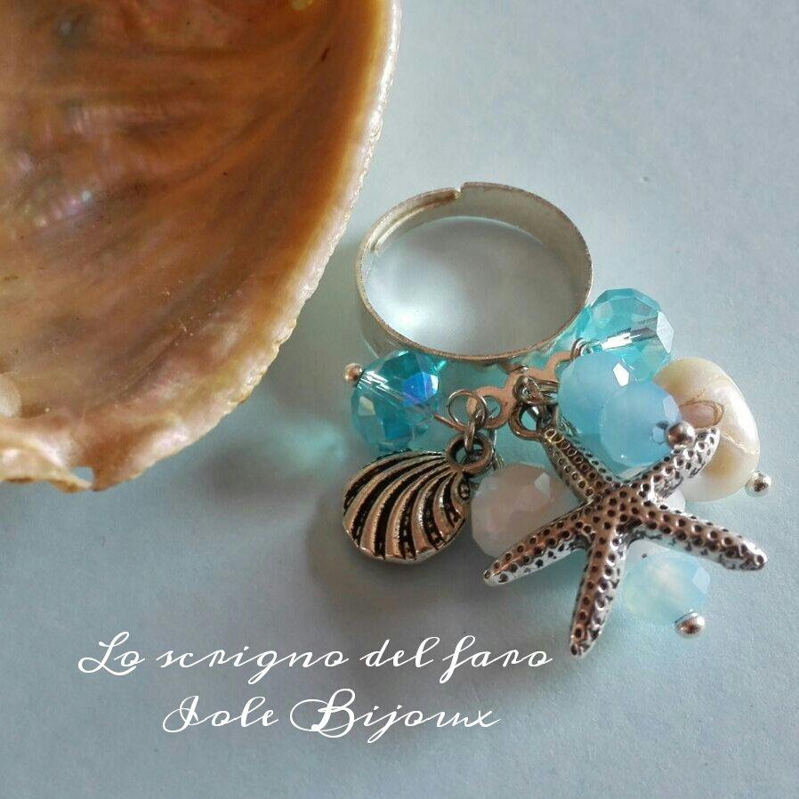 Anello regolabile Estate con stella marina, conchiglia, perle bianche e cristalli in azzurro
