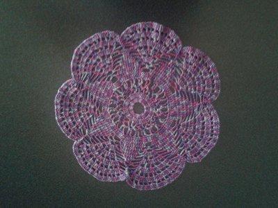 Raffinato centrino a forma di fiore