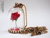 """Collana lunga """"La bella e la bestia"""" con campana di vetro e rosa rossa"""