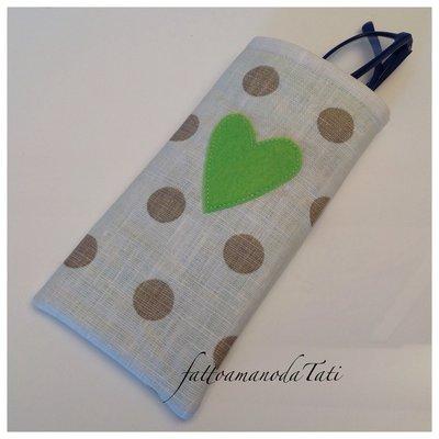 Porta occhiali in cotone plastificato a pois con cuore verde