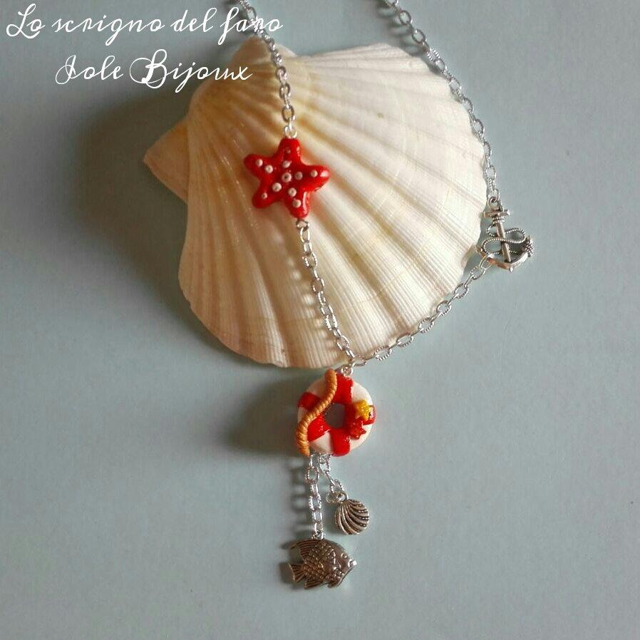 Collana stile marinaro con catena color argento ed elementi in fimo, stella marina rossa e salvagente