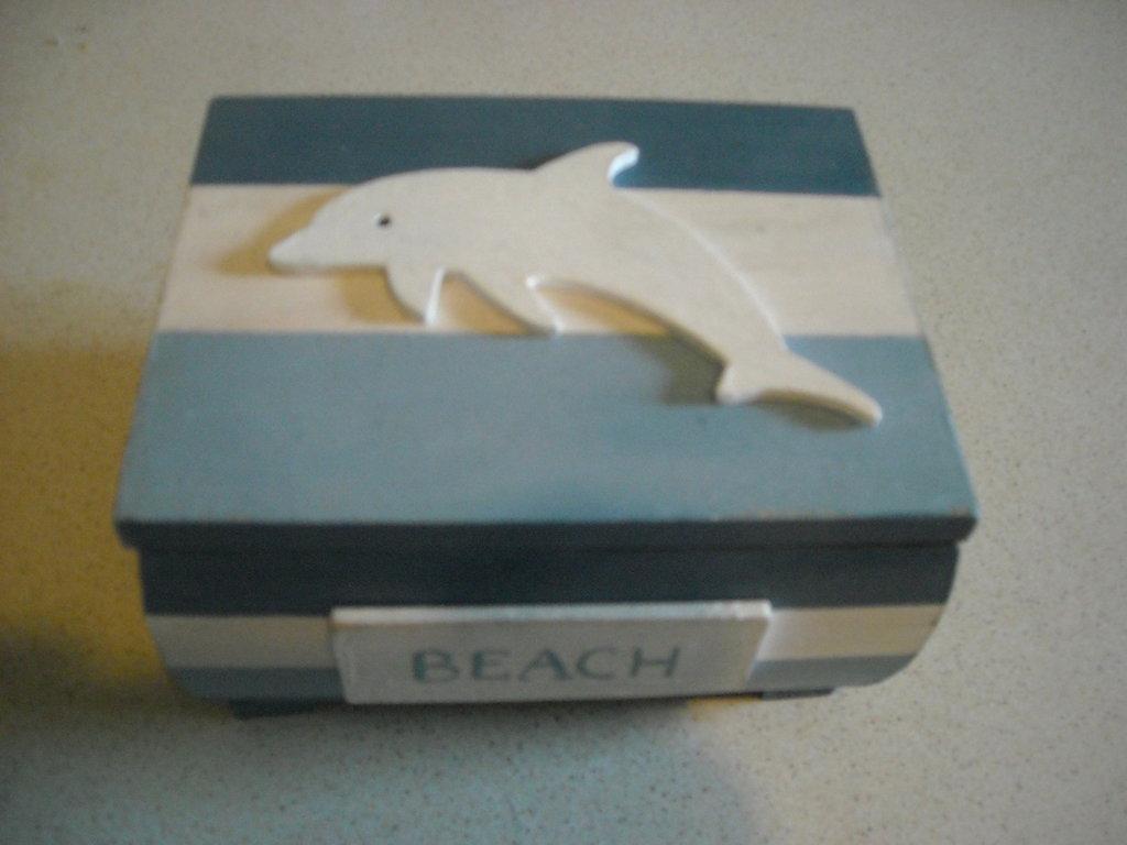 Bauletto portagioie in stile marino  righe sagoma delfino