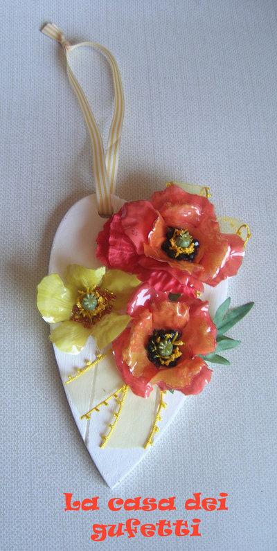 """Cuore in legno bianco con fiori in sospeso trasparente """"Papaveri"""""""