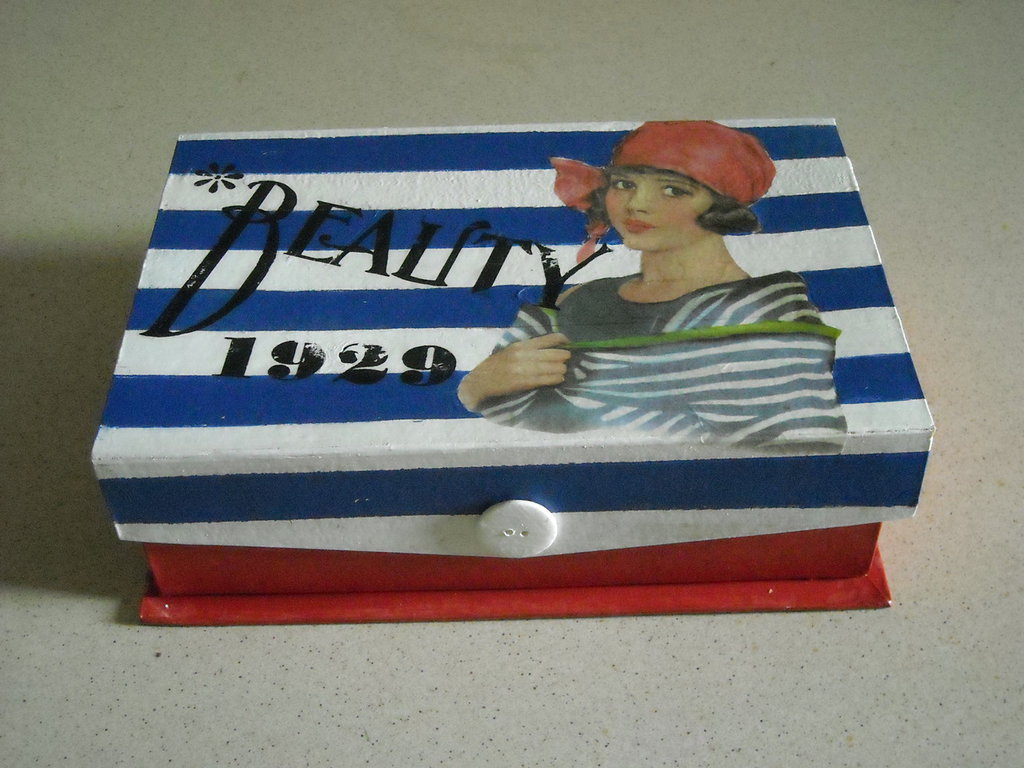 scatola - cofanetto -beauty Vintage découpage donna