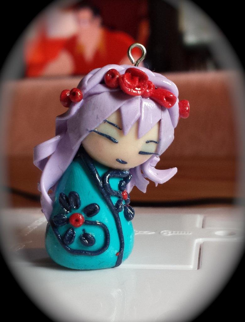 Ciondolo bambolina giapponese in fimo