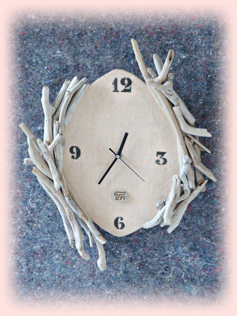 Orologio da parete con legni di mare in stile raw