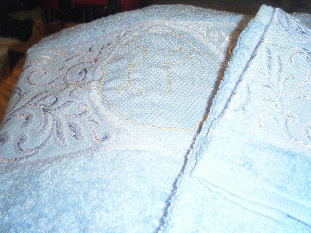 Ricamo iniziali personalizzate su asciugamani
