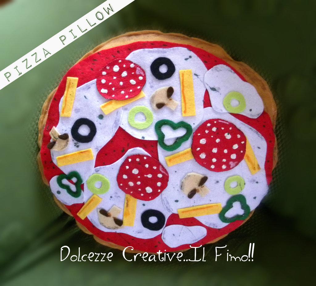 Cuscino Miniature - Pizza Margherita - Con funghi, peperoni, patatine, mozzarella, pomodoro, salame, olive - 4 stagioni