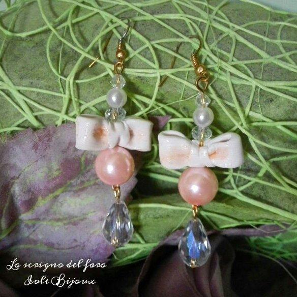 Orecchini fiocco in fimo e perle rosa pesca