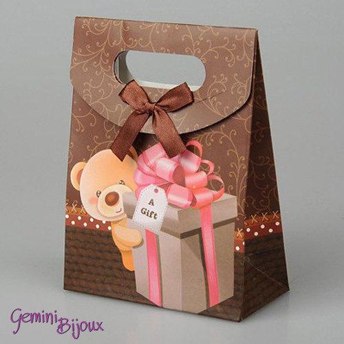 Sacchetto da regalo in carta con nastro di raso, 16.5x12.5x5.6 cm. Orsetto con pacchetto
