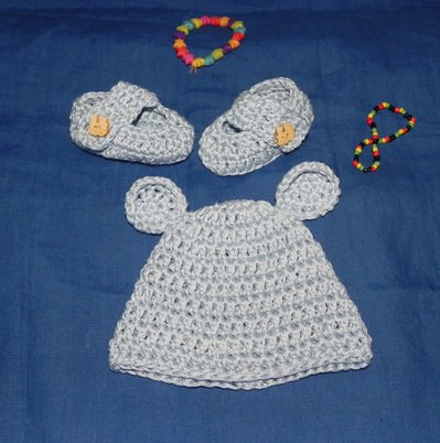 Scarpette + cappellino bebè realizzate ad uncinetto in cotone azzurro