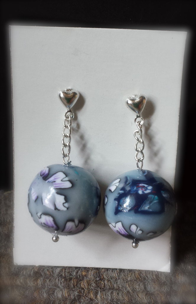 orecchini con sfera azzurra in fimo