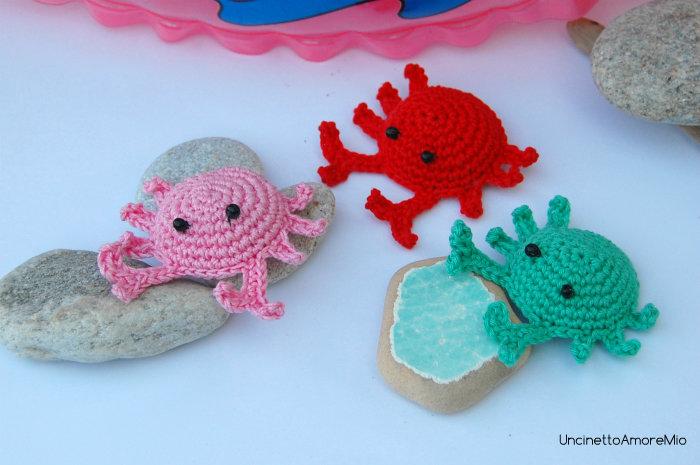 Granchietti amigurumi - regali - giocattoli bambini - portachiavi - simpatiche bomboniere ad uncinetto colori estate