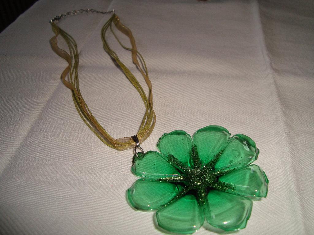 girocollo fiore verde