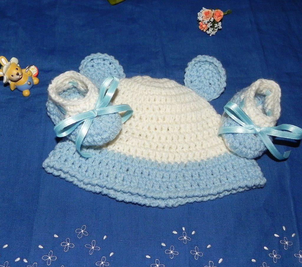 Scarpette + cappellino bebè realizzate ad uncinetto in misto lana
