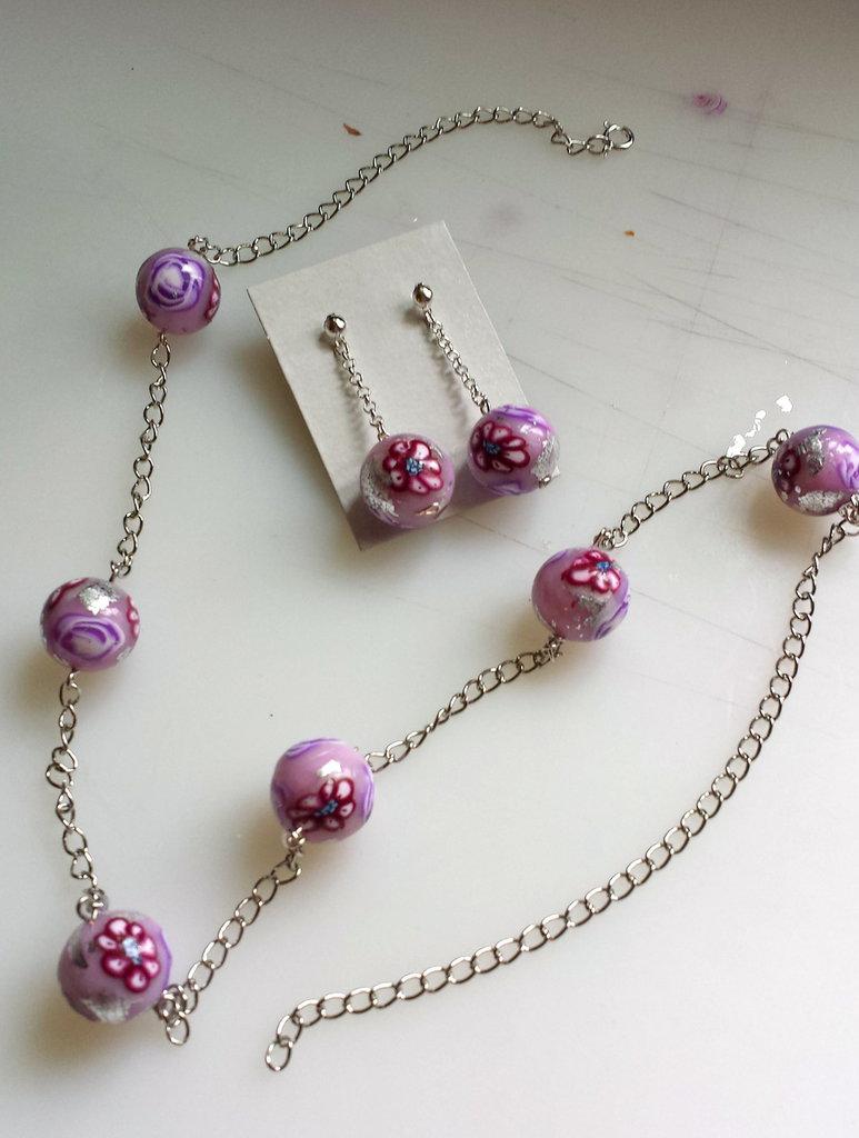 Collana con perle fiorite in fimo