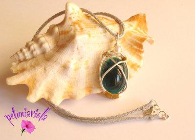 Ciondolo wire con cabochon smeraldo