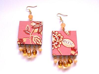 orecchini quadrati con pendenti ambra