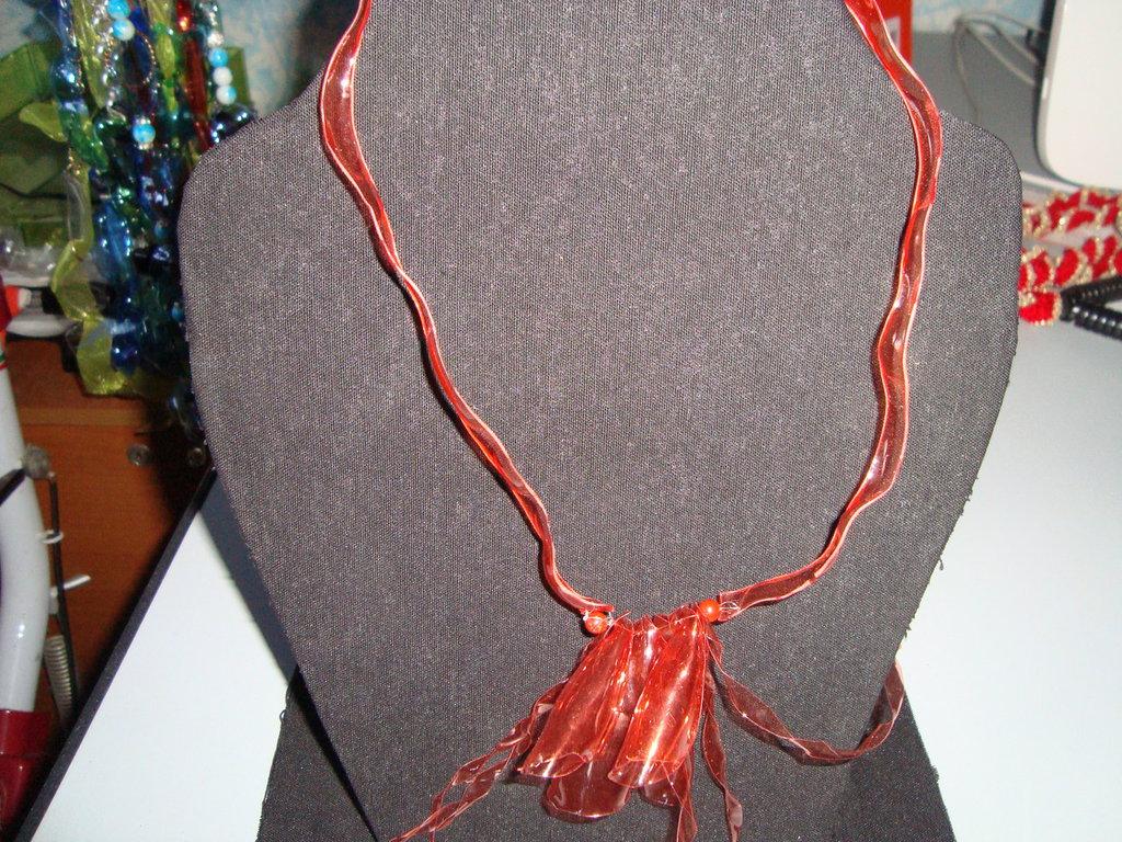 collier arancione trasparente