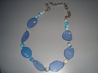 petali azzurri perle biancheazzurre