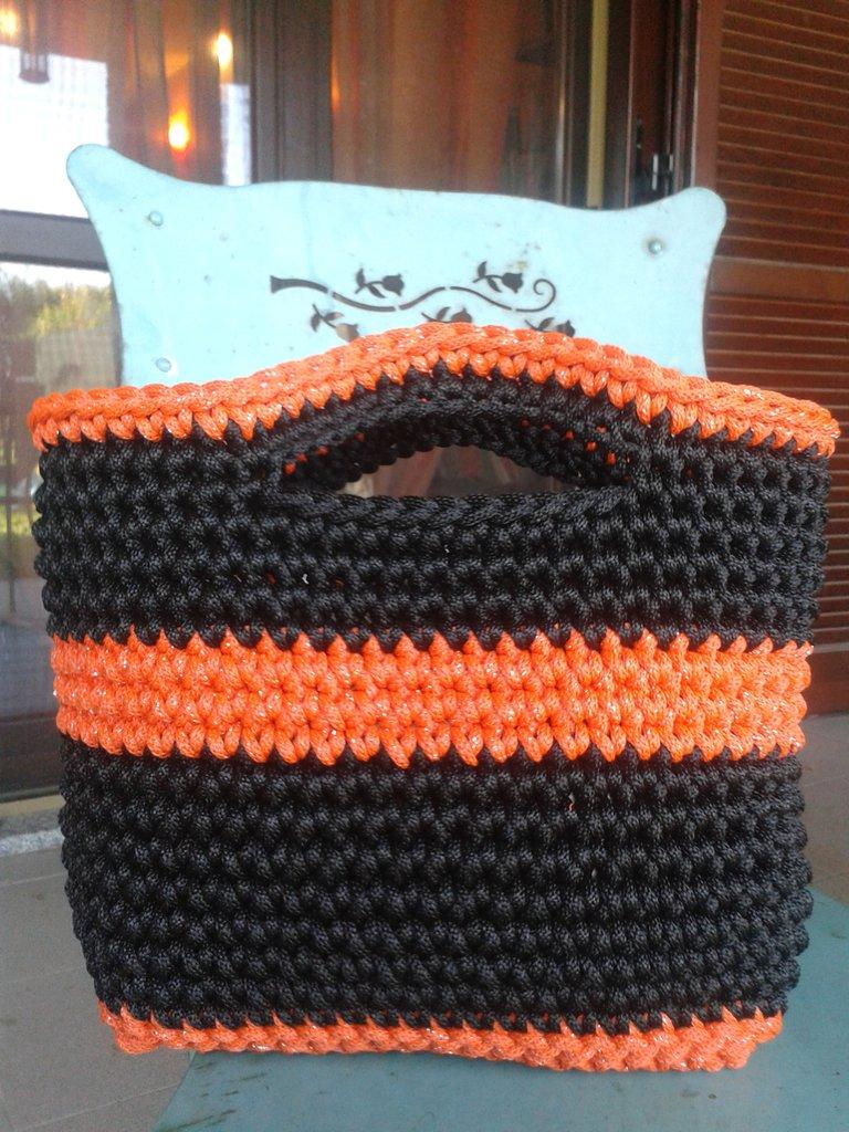 Borsa arancione e nero