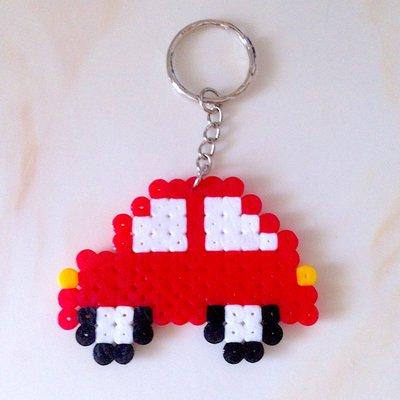 Portachiavi con macchinina rossa in hama beads