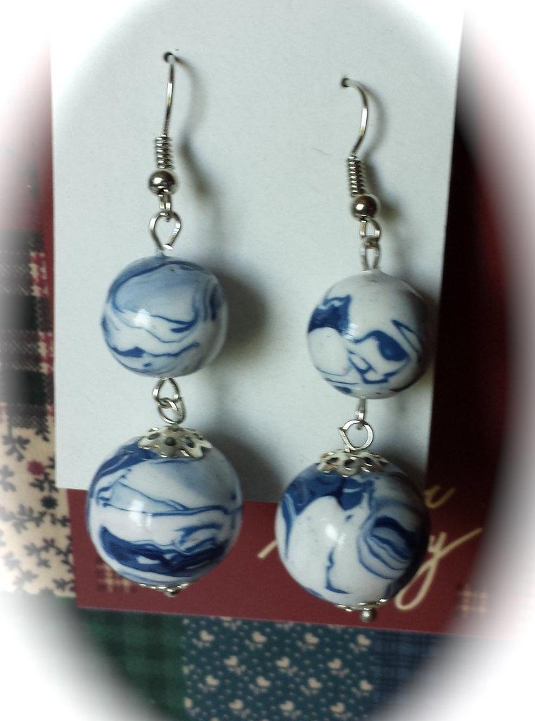 Orecchini con serie di perle marmorizzate in fimo
