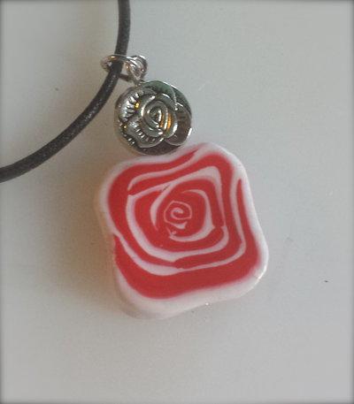 Ciondolo romantico con rosa