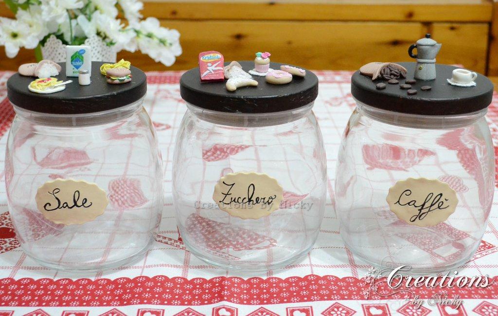 Tris barattoli con miniature