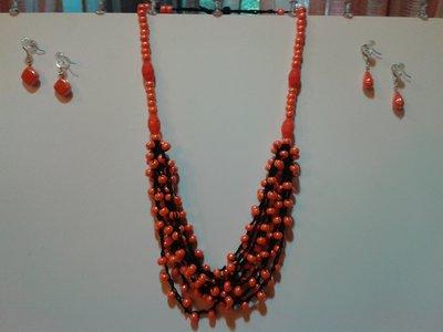 Collana nera e arancione