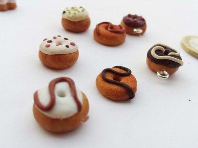 1 Ciondolo in fimo a forma di Donut