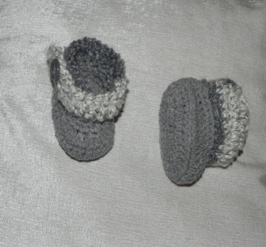Scarponcini scarpette bebè realzzate ad uncinetto