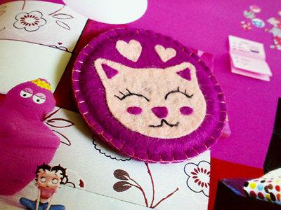 Spilla gattosa in feltro