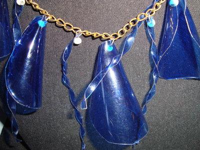 collana campanule e riccioli azzurri