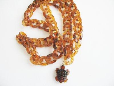 lunga collana effetto tartaruga con pendente  a forma di tartaruga