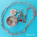 """Collana """"Family"""" con medaglione in vetro e strass, sfondo di metallo, charms e ciondoli - argento"""