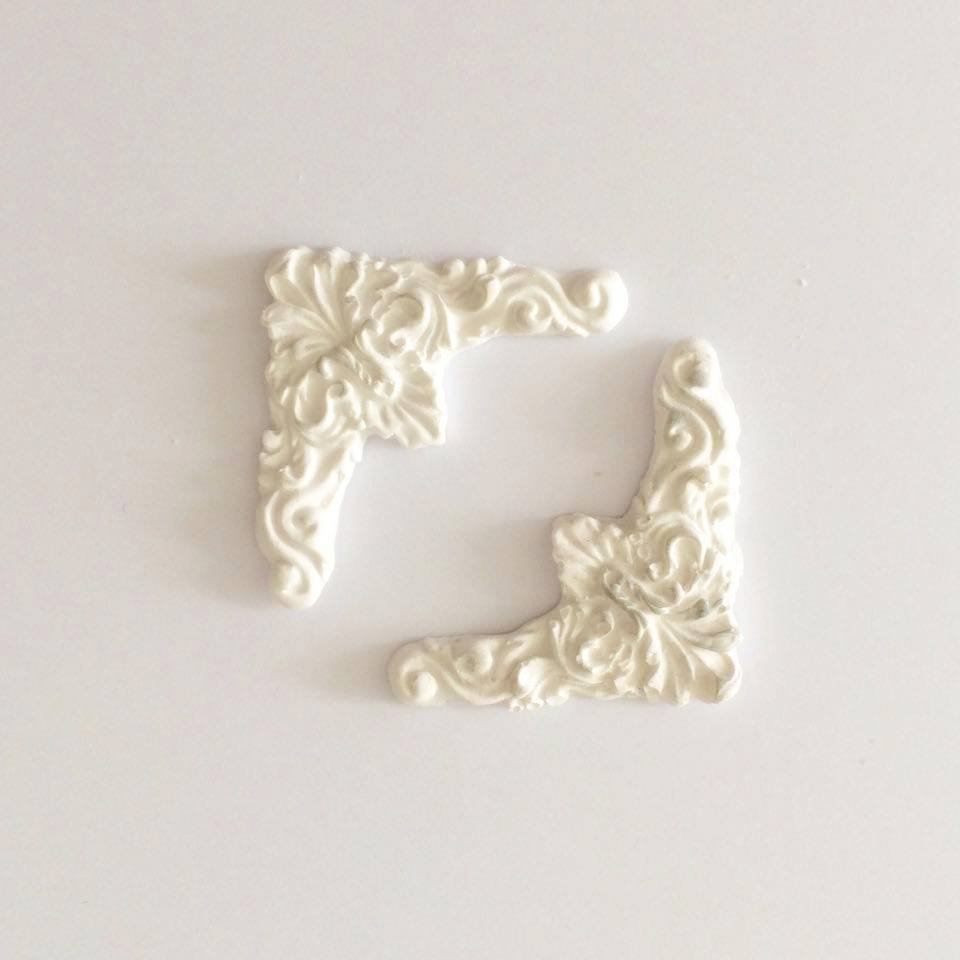Cornici in resina – abbellimenti per scrapbooking