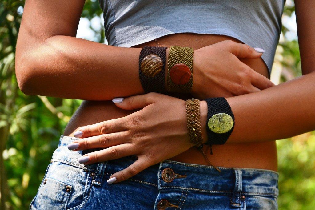 bracciali in macramè e pietre dure