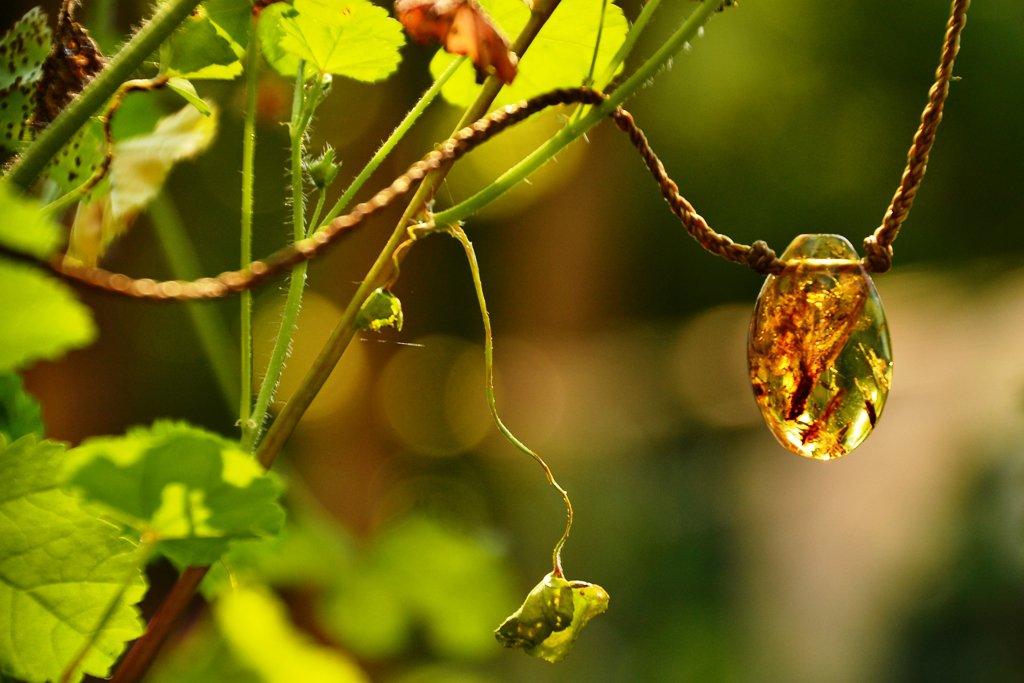 amuleto protettivo con ambra