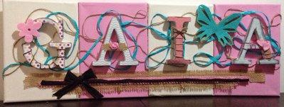 Lettere di legno su tele  decorate in stile scrapbooking