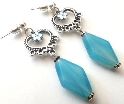 Orecchini con base a candeliere ,strass ed agata azzurra idea regalo