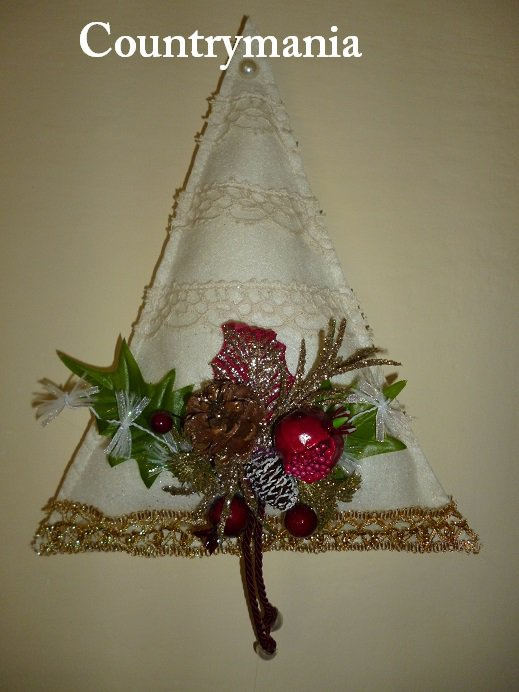 Addobbi natalizi a forma di alberi di Natale di feltro