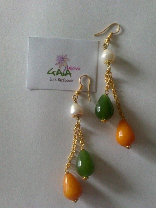 Orecchini pendenti con gocce in agata arancione e verde