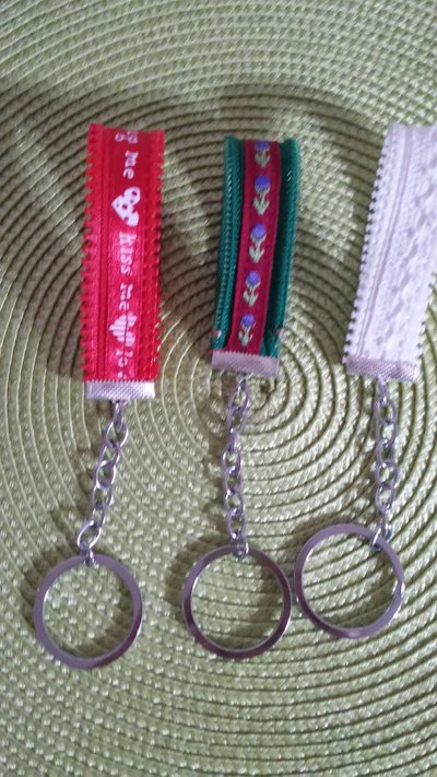 Portachiavi  zip con  decorazione  in passamaneria idea regalo bomboniera